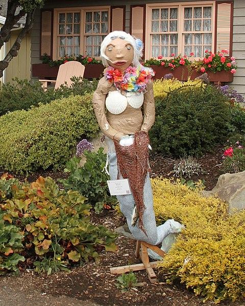 File:Weird Scarecrow (15577890122).jpg