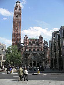 มหาวิหารเวสท์มินสเตอร์ กรุงลอนดอนเป็นสิ่งก่อสร้างแบบสถาปัตยกรรมฟื้นฟู