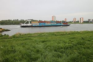 What is very great that boat ship with what beside it kontainers shipping is very small in the meuse.JPG