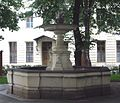 Wien Schottenstift Delphinbrunnen.jpg