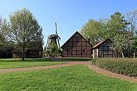 Wippingen - Zur Mühle - Mühlenhof - Windmühle + Heimathaus + Toilettenhaus 02 ies.jpg