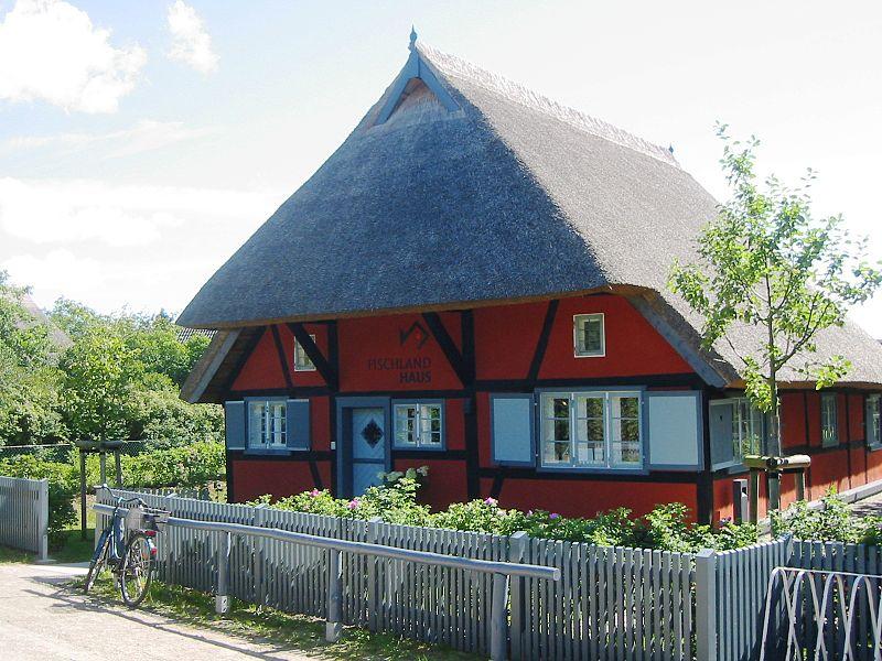 File:Wustrow (Fischland) Fischlandhaus.JPG