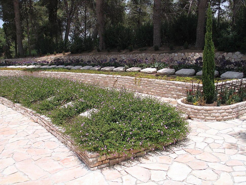 Yad-Mordechai-cemetery-2