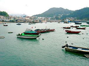 Yung Shue Wan - Yung Shue Wan bay boats rest in the low tide.