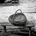 """""""Košarna"""" (za krompir in sadje pobirat, ima 2 locaja- eden za držat, drugi za rob, spredaj in zadaj """"vamp""""), Kočarija 1956 (2).jpg"""