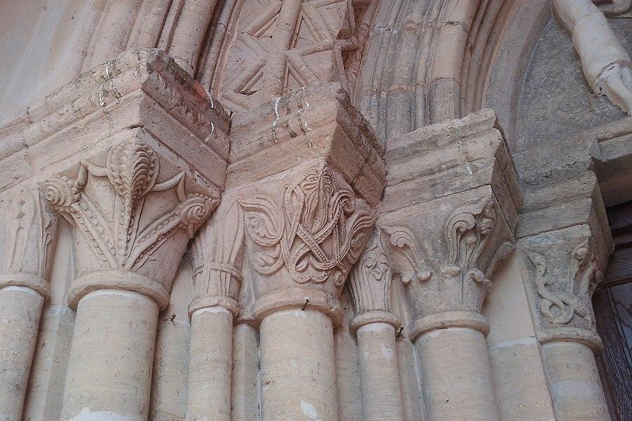 Église Saint-Martin de fr:Montmartin-en-Graignes (édifice  du 12e siècle)