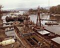 Újpesti-öböl, a Magyar Hajó- és Darugyár Angyalföldi Gyáregysége, előtérben a szerelő partfalnál Spartak típusú tengeri áruszállító hajók vannak kikötve. Fortepan 26346.jpg