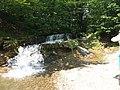 Маленький водоспад біля скельного комплексу О. Довбуша.jpg