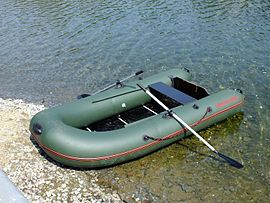 270px-Надувная_лодка_Catfish-290.JPG