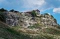 Над древним плато возвышается древний город.jpg