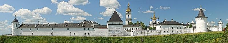 Ficheiro:Панорама Тобольского кремля с мыса Чукман.jpg