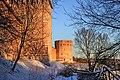 Смоленский кремль, вид на крепостную стену и башню Орел.jpg