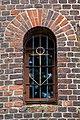 """""""Złota kotwica"""" – charakterystyczny detal umieszczony w kratach latarni morskiej Czołpino.jpg"""