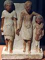 -1353-1336 zwei Maenner und ein Junge 18. Dynastie anagoria.JPG