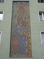 1160 Klausgasse 1 Gablenzgasse 76-80 - Sgraffito Familie von Florian Jakowitsch 1955 IMG 2599.jpg