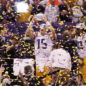 2007 NCAA Division I FBS football season - LSU's Matt Flynn lifting the AFCA National Championship Trophy after the BCS title game
