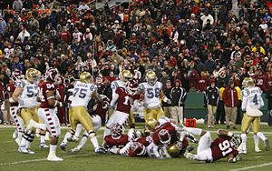 2009 UCLA Bruins football team - Image: 2009 Eagle Bank Bowl in game action