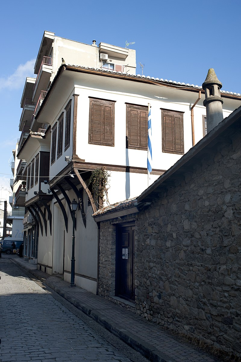 https://upload.wikimedia.org/wikipedia/commons/thumb/0/06/20111221_Folkrore_Museum_Komotini_Rhodope_West_Thrace_Greece.jpg/800px-20111221_Folkrore_Museum_Komotini_Rhodope_West_Thrace_Greece.jpg