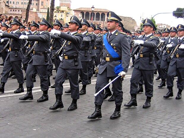 Reparto della Guardia di Finanza alla sfilata per la Festa della Repubblica  del 2007 (con 980135a4ac99