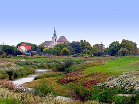 A Distant view of the Town, Church and Castle, 2006 Simontornya.jpg