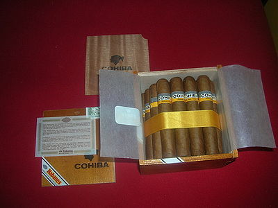 A slide lid cabinet box of Cohiba Robustos
