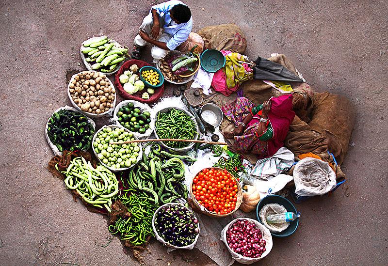 Fichier:A vegetable seller in Pushkar.jpg