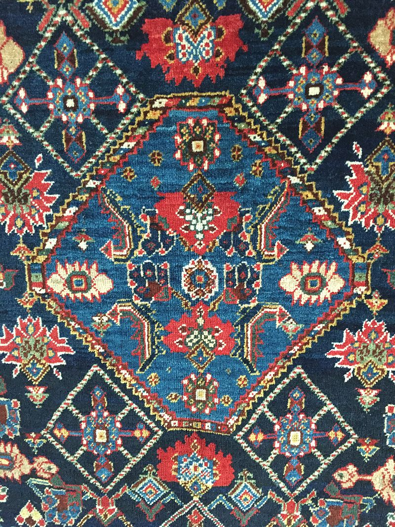 Section (central medaillon) of a South Persian rug, probably Qashqai, late 19th century, showing irregular colours (abrash). Image Source: Wikipedia.