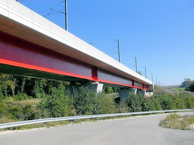 Le viaduc du Pertuis par la LGV Rhin-Rhône au nord-ouest de Montbéliard sur le Rupt dans la commune d'Aibre