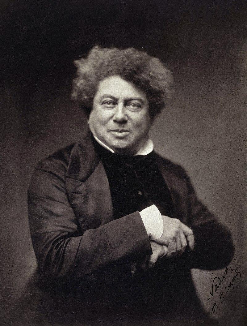 الکساندر دوما در روستایی به نام «ویلر کوتره» در نزدیکی شهر پاریس به دنیا آمد. پدر او، توماس الکساندر داوی دولا پاتریه و مادرش ماری لوئی الیزابت لابوره نام داشتند.