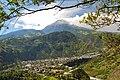 Ama la Vida - Flickr - Ciudad de Baños de Agua Santa al fondo volcán Tungurahua (8227406306).jpg