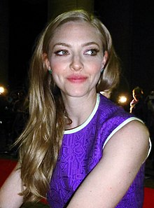 Amanda Seyfried Tusk 03 (15281757871) (cropped) .jpg