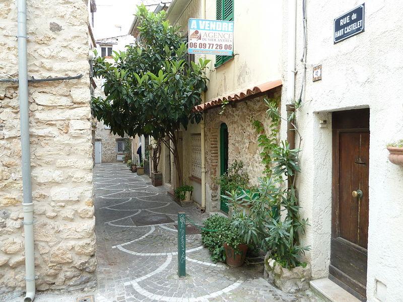 Antibes rue du haut castellet
