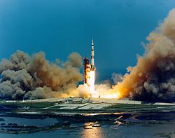 Apollo 16 lift-off.jpg