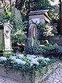 Aufstieg über das Mausoleum (Abt. y) in die Wald Abteilung Bergfriedhof Heidelberg.JPG