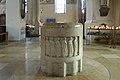 Augsburg Herz-Jesu-Kirche Taufstein 02.jpg