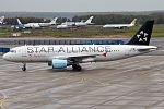 Austrian Airlines, OE-LBX, Airbus A320-214 (30152310482).jpg