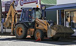 trattori e trattori agricoli stradali gommati cingolati  250px-Backhoe_and_loader