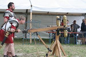 Scorpio (weapon) - Image: Balliste fireing