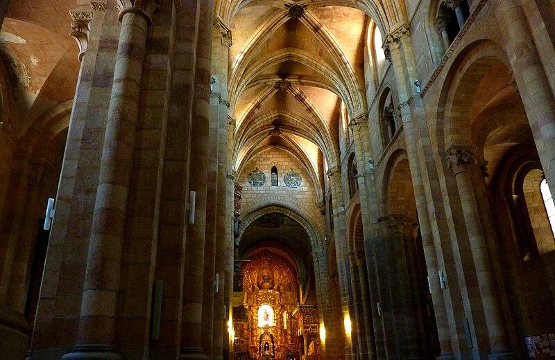 File:Basílica de los Santos Hermanos Mártires-30.JPG