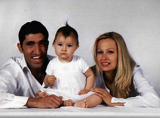 Bashar Rahal - Bashar Rahal with wife Kalina and daughter Chloe in 2007