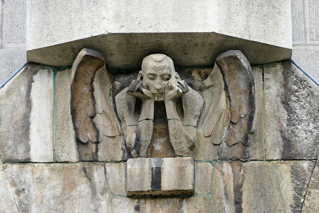 Ange sur le mur extérieur de l'église à Cracovie - Photo de WJP.