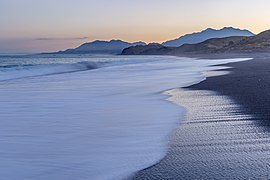 Beach north of Kaikoura, Canterbury, New Zealand.jpg