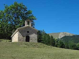 Beaujeu, Alpes-de-Haute-Provence - Chapel of Saint Anne Labouret on the pass road. In the background is the Blayeul (2189 m)