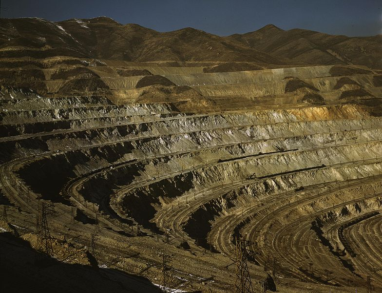 File:Bingham Canyon mine 1942.jpg