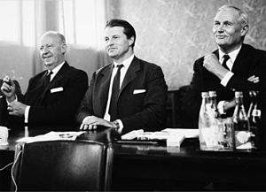 Marcus Wallenberg Jr. - Wallenberg (right) together with SAS' board of directors, 1960s.
