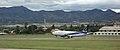 Boeing 737-300 de BoA aterrizando en Tarija.JPG