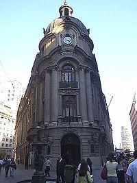 La Bolsa de Comercio de Santiago es el principal centro de operaciones bursátiles en Chile.