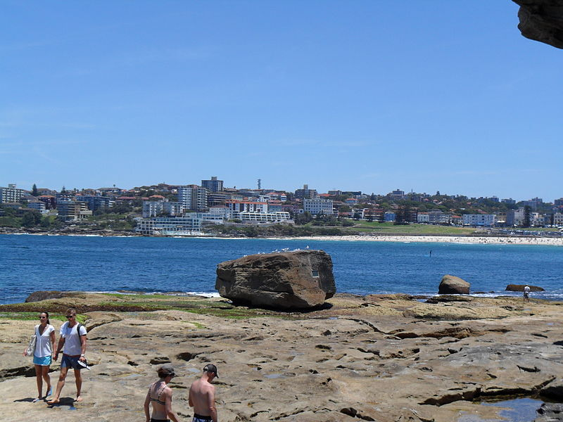 File:Bondi Rock1.JPG