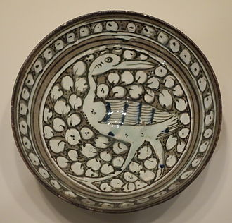 Slipware - Image: Bowl with strutting bird, Sultanabad ware, Iran, Ilkhanid period, first half of 14th century, earthenware with gray englobe and underglaze painting in blue, black, white slip Cincinnati Art Museum DSC04054