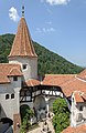 Bran castle courtyard round tower.jpg